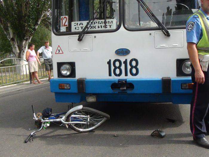 В Мариуполе «рогатый» начал бодаться. Сбил молодую велосипедистку (ФОТО), фото-7