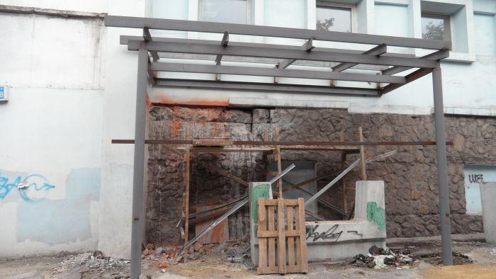 Битва за подвал: история с продолжением. Несмотря на протесты жителей,  в доме по пр. Металлургов продолжают строить АТБ (ФОТО), фото-2