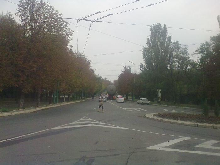 В Мариуполе большегруз с «негабаритом» парализовал движение транспорта (ФОТО+ВИДЕО), фото-6