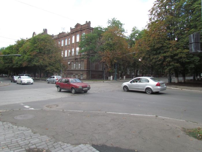 Старый светофор в центре Мариуполя отказывается работать (ФОТО), фото-1