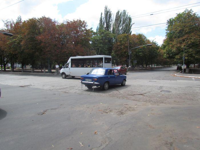 Старый светофор в центре Мариуполя отказывается работать (ФОТО), фото-2