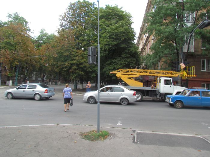 Старый светофор в центре Мариуполя отказывается работать (ФОТО), фото-4