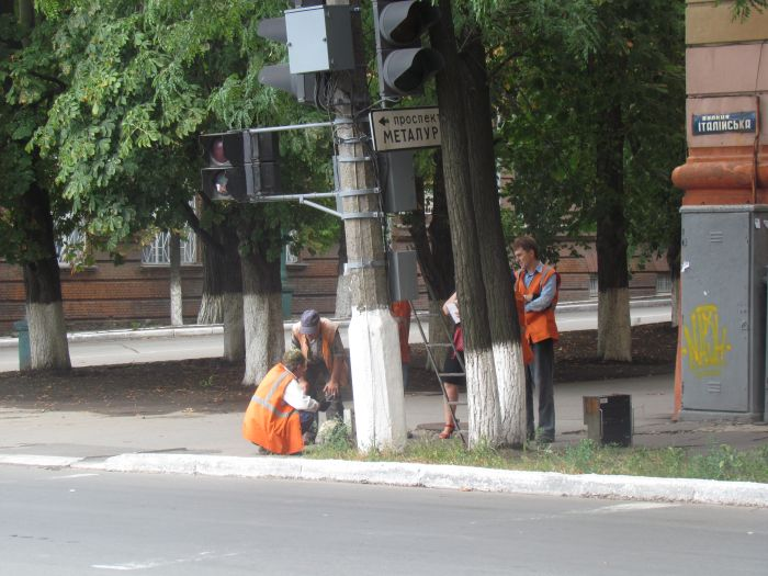 Старый светофор в центре Мариуполя отказывается работать (ФОТО), фото-5