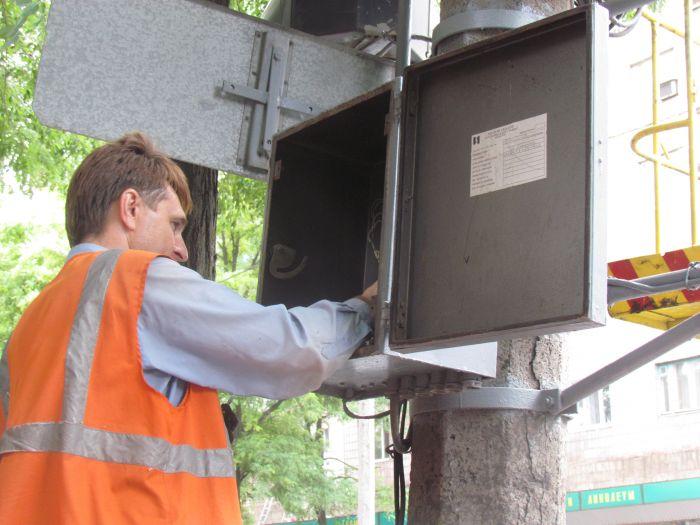 Старый светофор в центре Мариуполя отказывается работать (ФОТО), фото-3