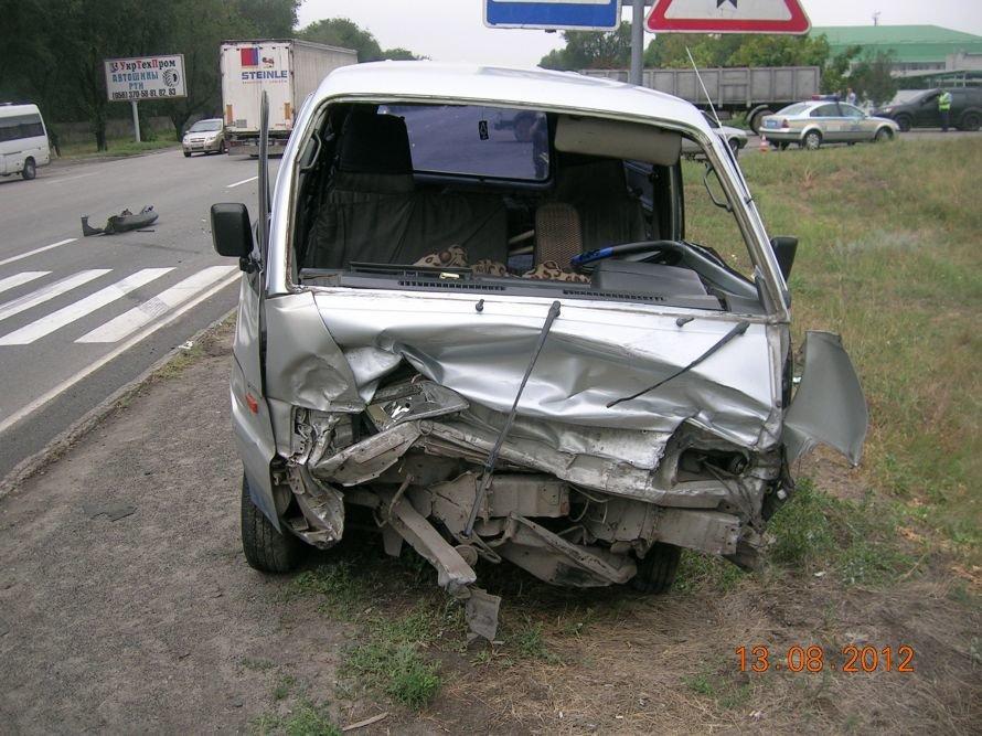 В Днепропетровске пьяный водитель вылетел через лобовое стекло (ФОТО), фото-1