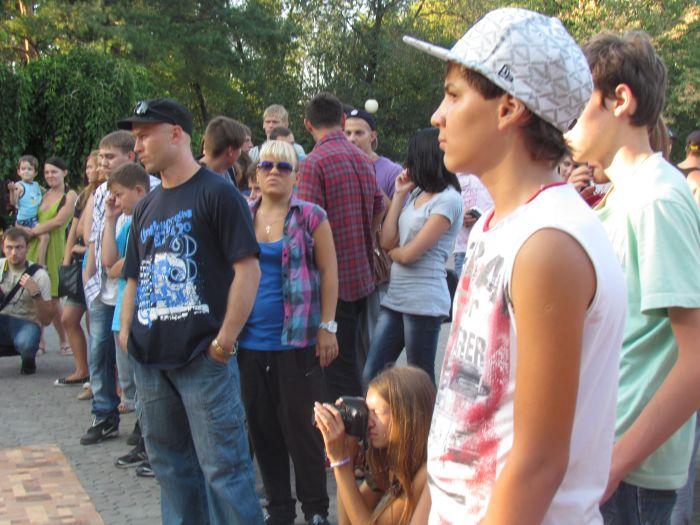 В Мариуполе молодежь «зажгла» театральный сквер танцами (ФОТО), фото-3