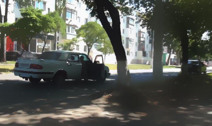 В Мариуполе «Волга» сбила женщину с ребенком (фото), фото-2