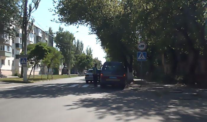 В Мариуполе «Волга» сбила женщину с ребенком (фото), фото-1