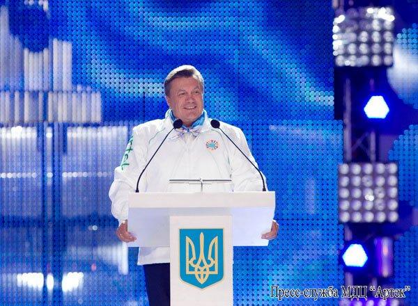 В Крыму Янукович рассказывал детям, как стать президентом (фото), фото-4