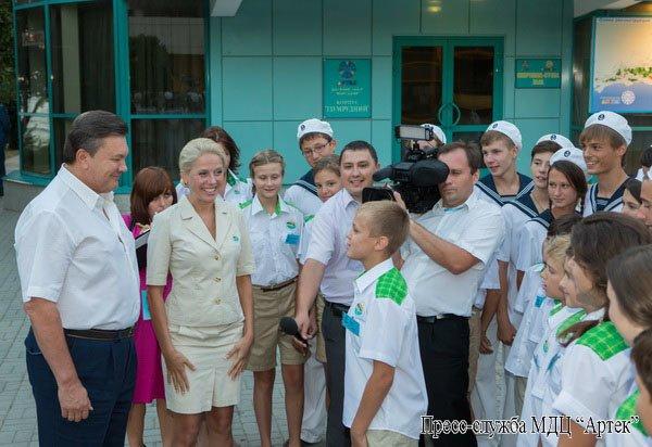 В Крыму Янукович рассказывал детям, как стать президентом (фото), фото-3