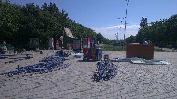 В Мариуполе сквер одержал победу над малым бизнесом (ФОТО), фото-1