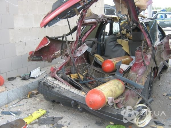 ЧП в Симферополе: взрыв газового баллона в автомобиле (фото), фото-2