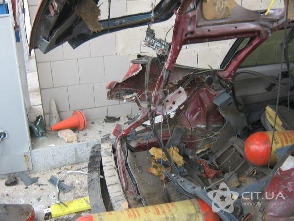 ЧП в Симферополе: взрыв газового баллона в автомобиле (фото), фото-1
