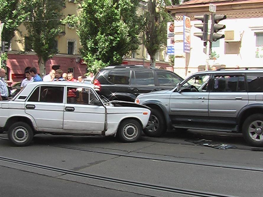 В центре Днепропетровска столкнулись 4 автомобиля. Пострадал слабейший (ФОТО), фото-1