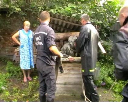 Сумська область: працівники МНС врятували літню жінку з колодязя, фото-1