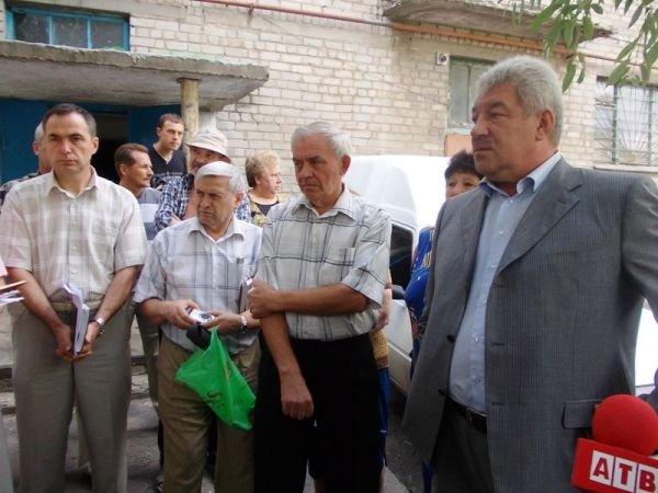 Артемовцы решили бороться с ЖЭКом с помощью городских властей и прокуратуры, фото-2