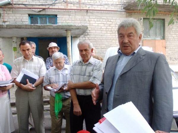 Артемовцы решили бороться с ЖЭКом с помощью городских властей и прокуратуры, фото-1