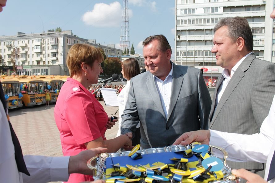 Руководство Луганщины подарило школьникам «Мрії» (ФОТО), фото-1