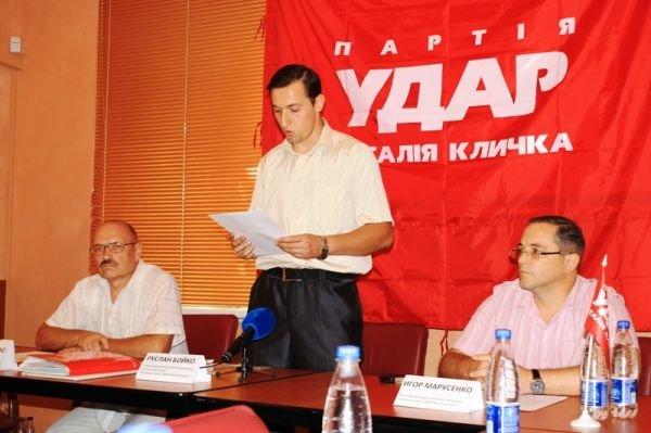 Артемовский «УДАР» поддержал исключение из партии председателя областной организации, фото-1