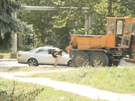 Не разминулись легковая машина и… трактор, фото-1