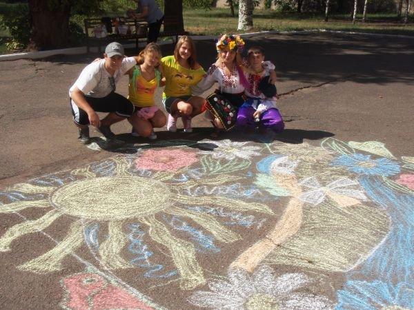 В Кривом Роге воспитанники приютов соревновались в конкурсе рисунков на асфальте (ФОТО), фото-5