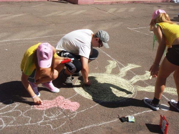 В Кривом Роге воспитанники приютов соревновались в конкурсе рисунков на асфальте (ФОТО), фото-4