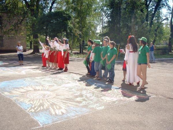 В Кривом Роге воспитанники приютов соревновались в конкурсе рисунков на асфальте (ФОТО), фото-9