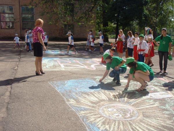В Кривом Роге воспитанники приютов соревновались в конкурсе рисунков на асфальте (ФОТО), фото-6