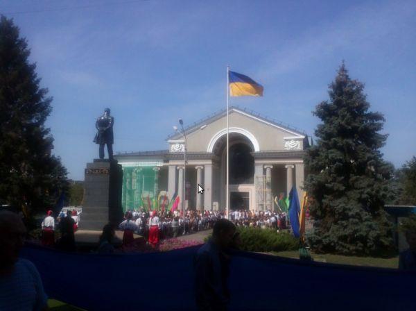 В Кривом Роге подняли государственный флаг над площадью около театра Шевченко (ФОТО), фото-3