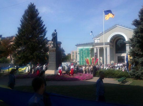 В Кривом Роге подняли государственный флаг над площадью около театра Шевченко (ФОТО), фото-5