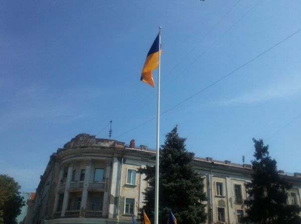 В Кривом Роге подняли государственный флаг над площадью около театра Шевченко (ФОТО), фото-4