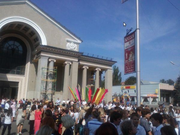 В Кривом Роге подняли государственный флаг над площадью около театра Шевченко (ФОТО), фото-1