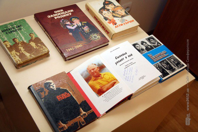 В Симферополе открыли выставку ко Дню независимости Украины (фото), фото-1