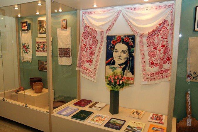 В Симферополе открыли выставку ко Дню независимости Украины (фото), фото-2