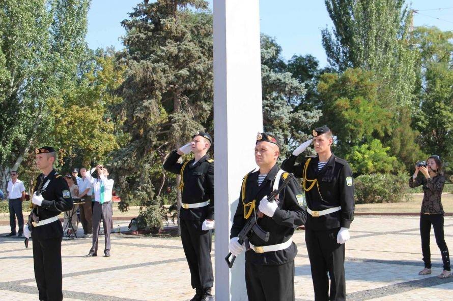 В Керчи на гору Митридат подняли 20-метровый флаг Украины (фото), фото-1
