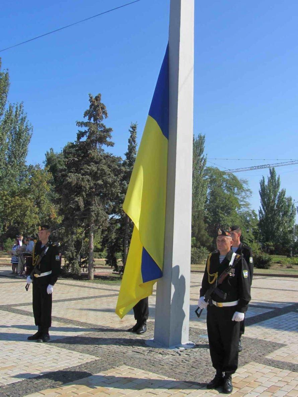 В Керчи на гору Митридат подняли 20-метровый флаг Украины (фото), фото-3