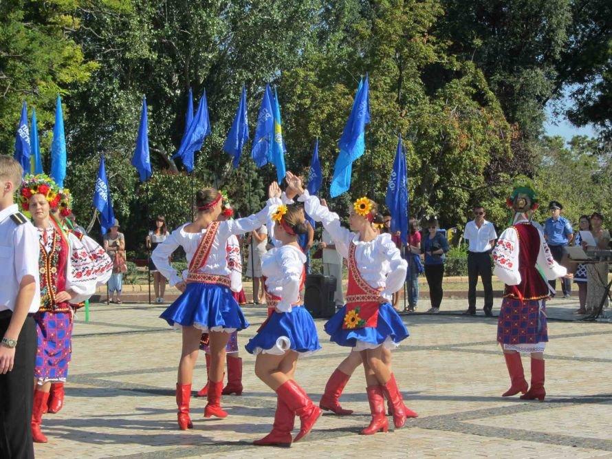 В Керчи на гору Митридат подняли 20-метровый флаг Украины (фото), фото-4