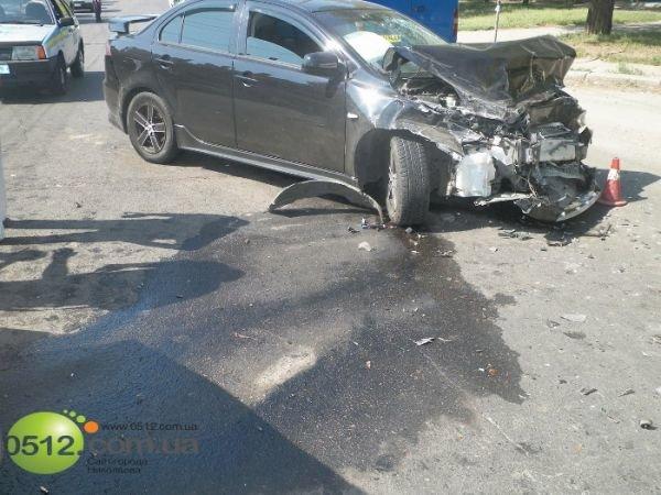 В Николаеве столкнулись три автомобиля (ФОТО), фото-1