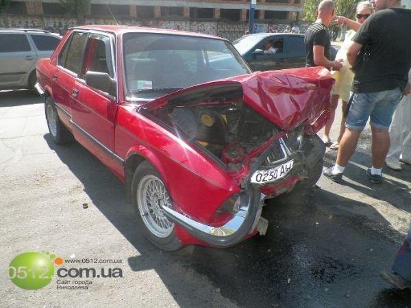 В Николаеве столкнулись три автомобиля (ФОТО), фото-2