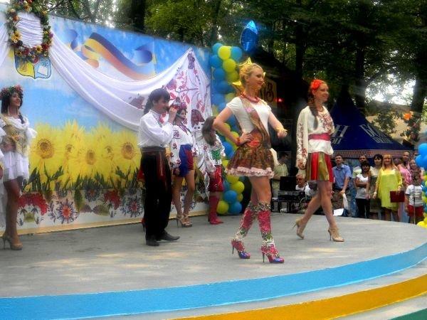 На День Независимости в Кривом Роге выбирали «Мисс Украиночку» (ФОТО), фото-5