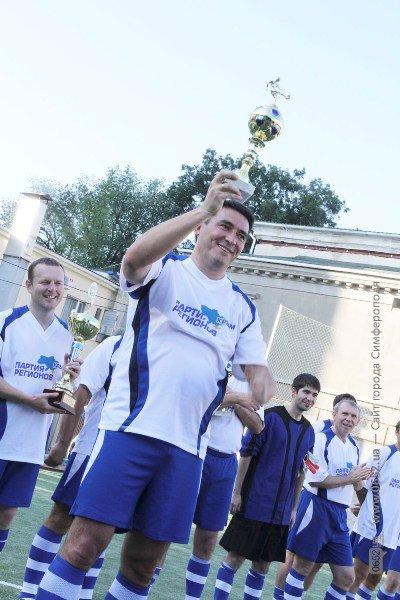 В Симферополе кандидаты в нардепы гоняли мяч вместе с журналистами (фото), фото-4