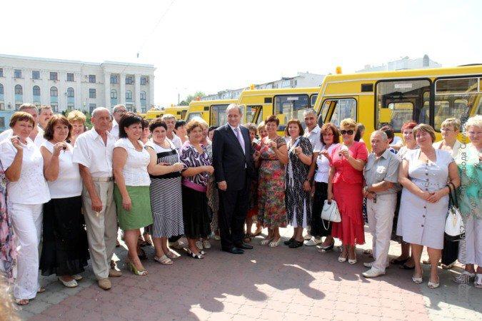 Могилев накануне учебного года раздал школам автобусы (фото), фото-3