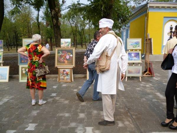 В Кривом Роге, в обновленном парке на ЮГОКе, прошла выставка картин Анатолия Лабунского (ФОТО), фото-5