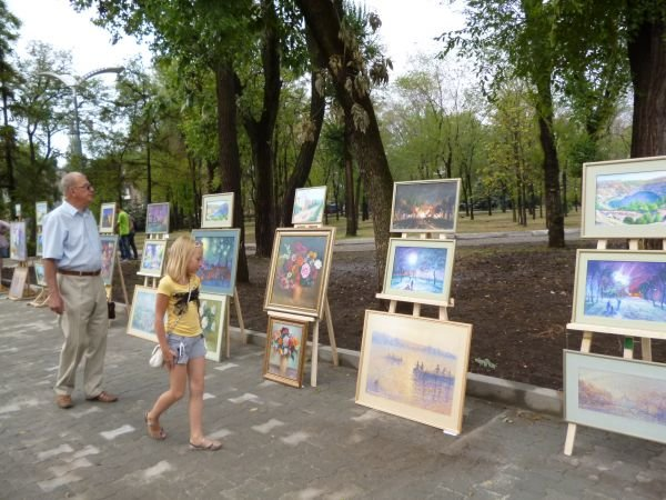 В Кривом Роге, в обновленном парке на ЮГОКе, прошла выставка картин Анатолия Лабунского (ФОТО), фото-1