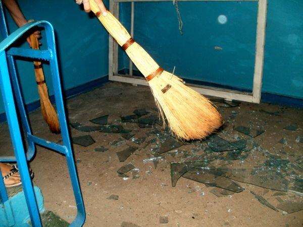 В Кривом Роге буря выбивает из окон стекла (ФОТО), фото-5