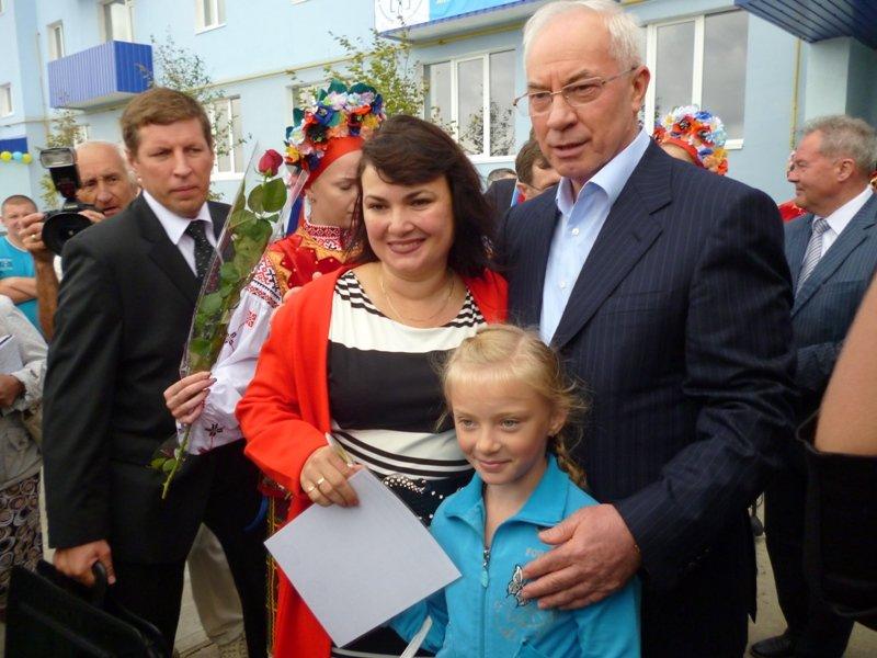 Азаров вручил ключи от квартир николаевским семьям (ФОТО), фото-2