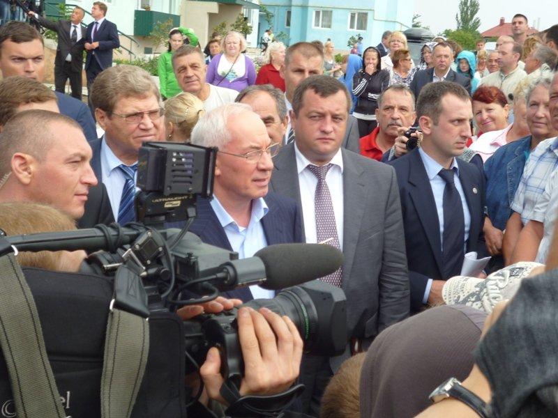 Азаров вручил ключи от квартир николаевским семьям (ФОТО), фото-3