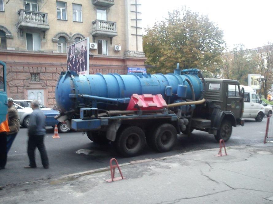 В Днепропетровске улица Артема чуть не провалилась в преисподнюю (ФОТО), фото-1
