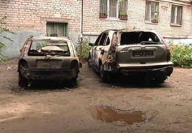 Владелец двух из трех сгоревших автомобилей в Днепропетровске уверен: это поджог (ФОТО), фото-1