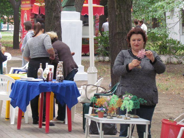 Мэр Мриуполя придумал, где торговать городским рукодельницам (ФОТО), фото-1